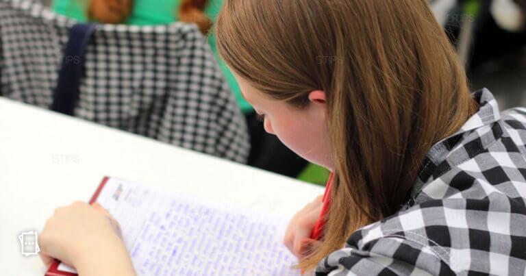 adolescente che scrive